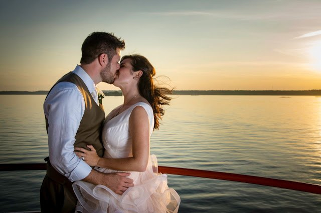 Sunset wedding photo - what makes a good sunset photo.jpg
