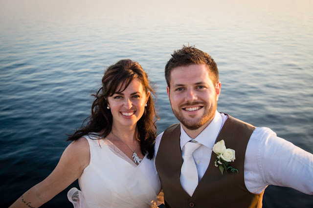 Fotos by Mendi Wedding packages - couple boat cruise